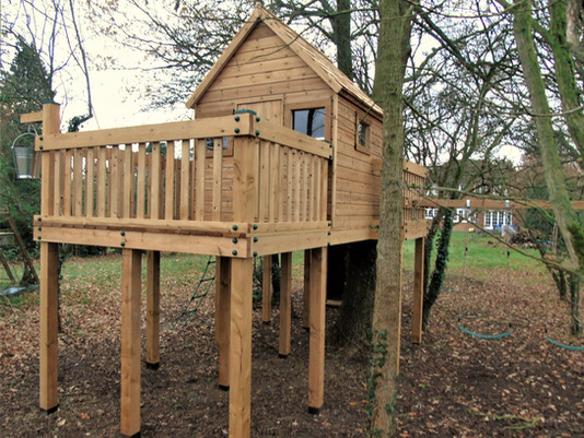 Treehouse With Large Deck Area