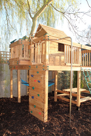 Treehouse with climbing wall - Surrey