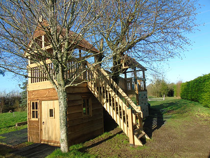 Treehouse with a den underneath - Devon