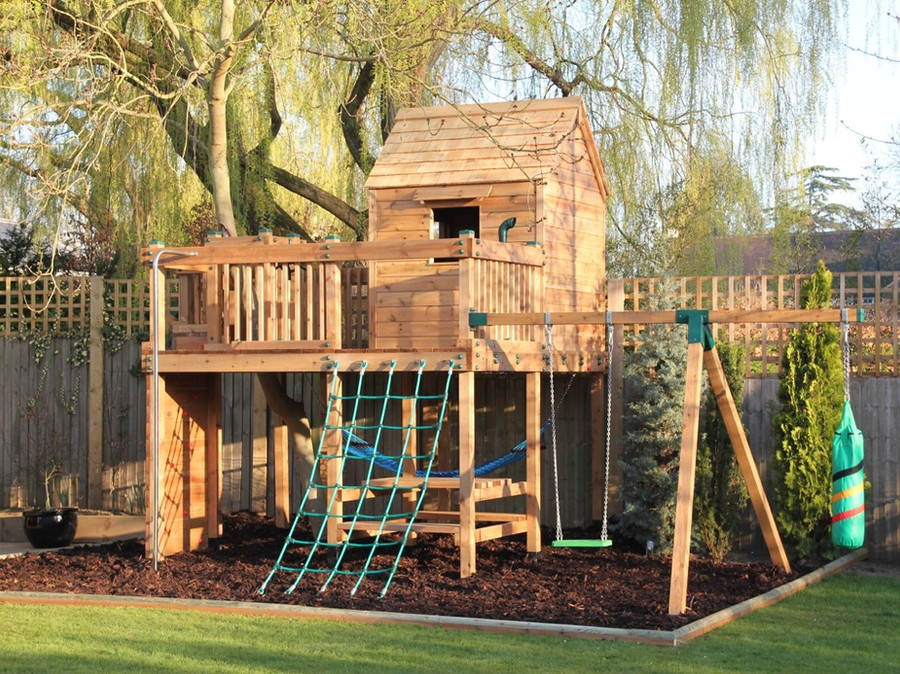 Treehouse with swing arm, boxing bag, cl