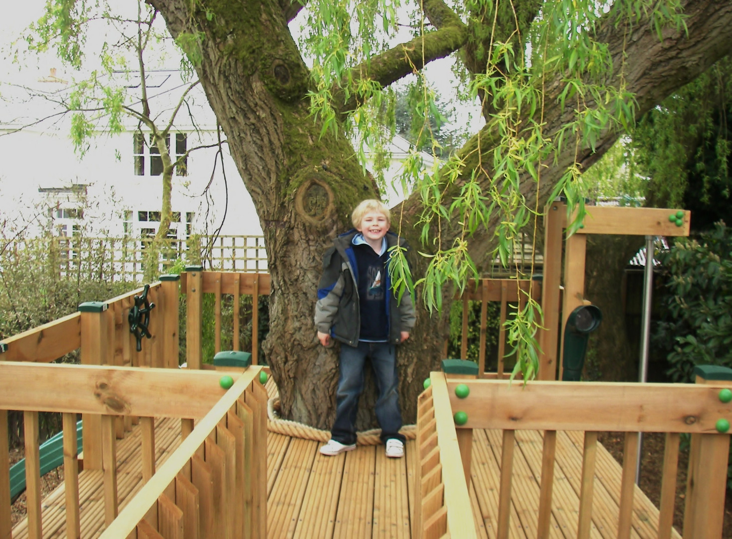 Play Tower - Surrey 2011 - Deck view of highe