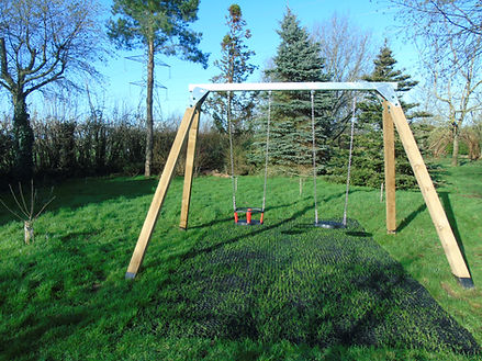 commercial swing set.JPG