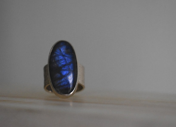 Oval Labrodorite ring with hammered band 7.5