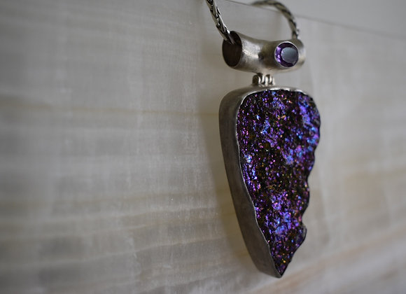 Peacock druzy amulet with faceted amethyst