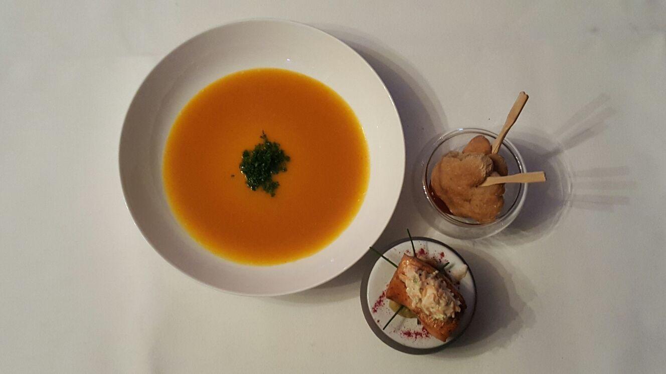 Kürbissuppe mit Honigbrot