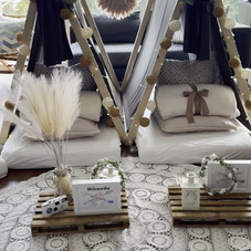 Sleepover party for 4 amazing girls. Theme: Rustic chic 😉  On a super busy weekend we had the opportunity to set up a very unique #sleepoverparty not boho but rustic and always CHIC, please!  Deco & Styling: @teepees.ch Location: Cham, Zug. Cushions: @muak_bohemianstyle