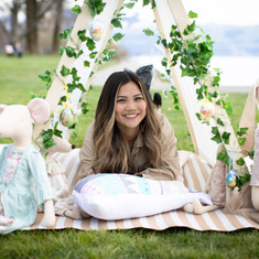 Pictures: @zoe.and.sophie.fotografie  Event stylists - picnic deco: @teepees.ch Picnic catering: @happynomiezug Spanish wine: @cavesa_ch @alonsodelyerro Prosecco: @kindschi1860 Cushions: