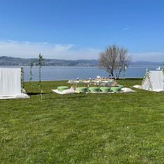 Pictures: @zoe.and.sophie.fotografie (they are amazing as always, than you 😘😘) Event stylists - picnic deco: @teepees.ch Picnic catering: @happynomiezug Spanish wine: @cavesa_ch @alonsodelyerro Prosecco: @kindschi1860 Cushions: @muak_bohemianstyle