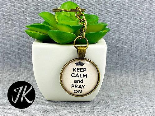 Keep Calm and pray on  - igés, üveglencsés kulcstartó ( bronz színű )