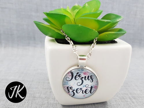 Jézus szeret, igés, ezüst színű üveglencsés nyaklánc