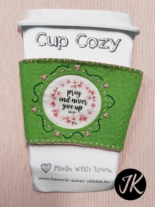 Cup Cozy - Pray and never give up, igés, kézzel készített bögre melegítő