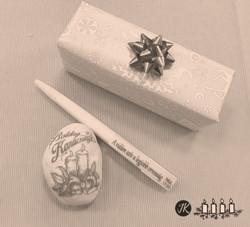Igés toll és karácsonyos kavics