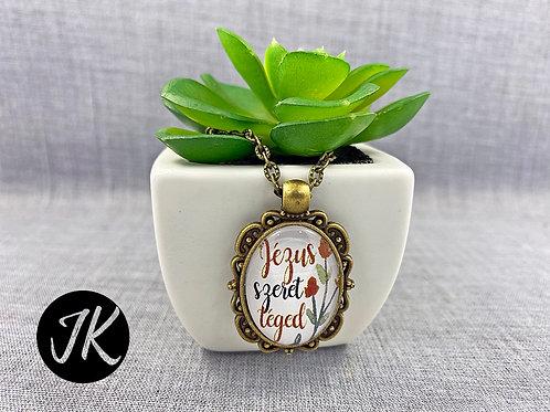 Jézus szeret, igés, üveglencsés medál lánccal ( bronz )