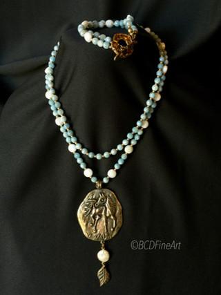 Horse pendant necklace and bracelet