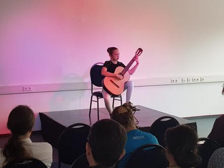 Schüler der Musikschule Zipp erfolgreich bei internationalem Gitarrenwettbewerb in Nordhorn