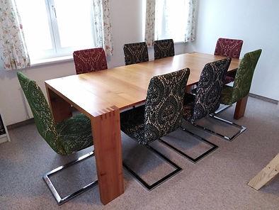 farbige Stühle neu bezogen und aufgepolstert