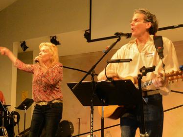 Joey & Jeanie Singing Together