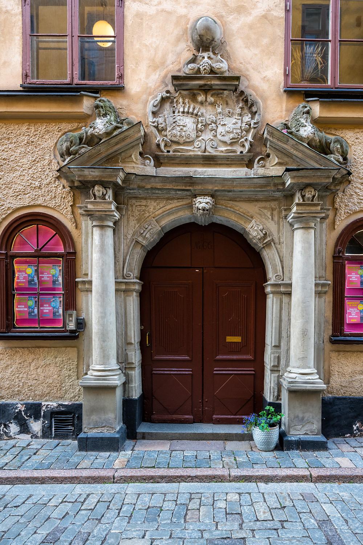 Door in Gamla stan (Photo: www.NicoleJoosPhotography.com)
