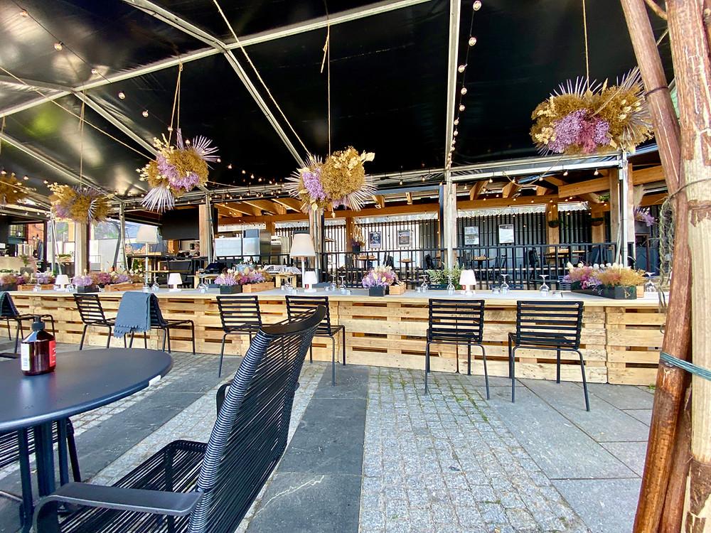 Outdoor restaurant (Photo: www.NicoleJoosPhotography.com)