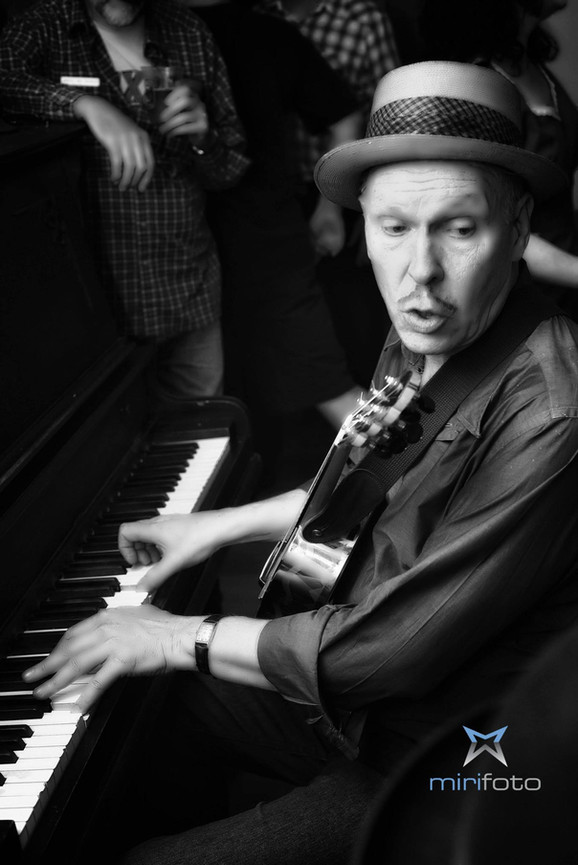 Doug__Dees_Party_CM_piano__uke.jpg
