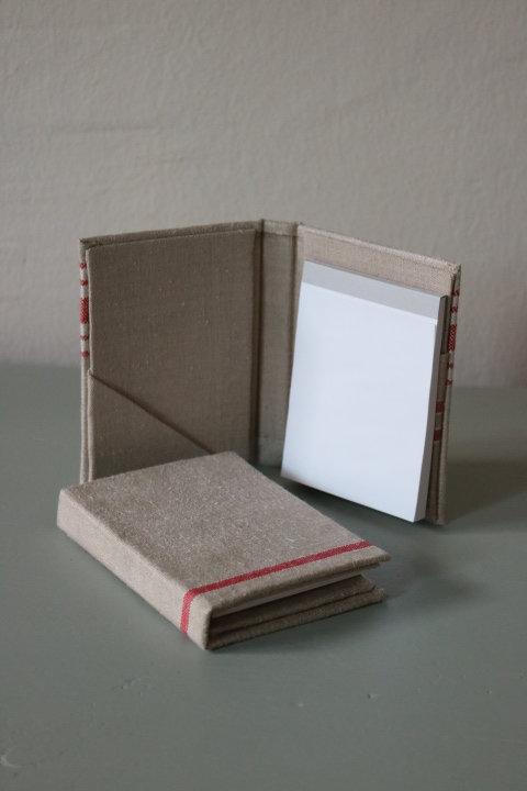 Kleines Notizbuch in antikem Leinen