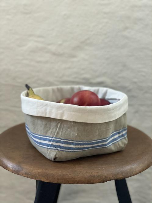 Brotkorb aus antiken Küchen-Leinen