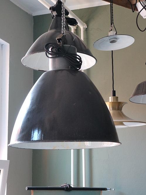 Industrielampe in schwarz/weiß