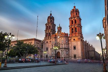 1200px-Catedral_SLP_cielo.jpg