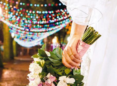Exposição fotográfica na Praia do Rosa propõe fotografia de casamento sob uma ótica feminina