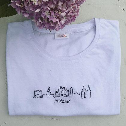 """T-shirt donna Mila """"La mia città"""" skyline Milano"""
