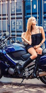 Фотосессия на мотоцикле в Москве - это отличный подарок на День Рождения, Свадьбу, Девичник, Корпоратив.