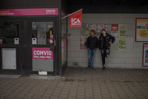 ICA is Almgårdens only shop and the natural gathering place. The owner knows everything about everyone. Some residents has a credit in the store. According to the police peddling drugs are common outside the store.  Lamin and Kevin are looking forward to go to a house party in the evening.