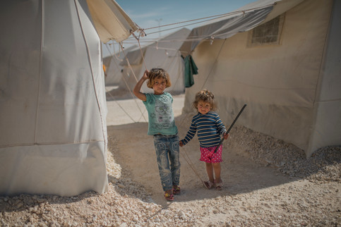 Serde, 5 och Janna, 3, from Kobane in Suruc refugee camp, Turkey, April 25, 2016. The camp is the largest in Turkey, approximately 35 000 refugees lives here according to Unicef.