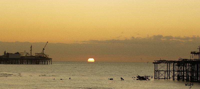 047_As the sun creeps up Brighton_edited