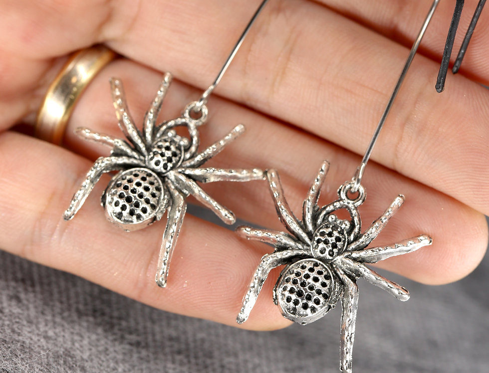 Dotted spider earrings