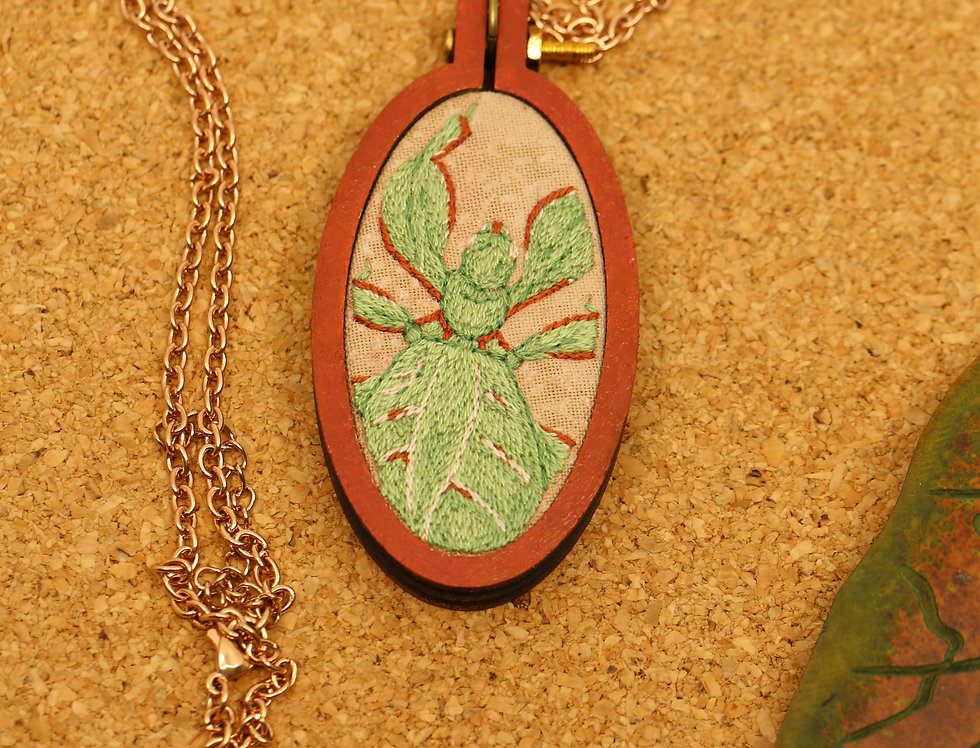 Phyllium monteithi embroidered necklace