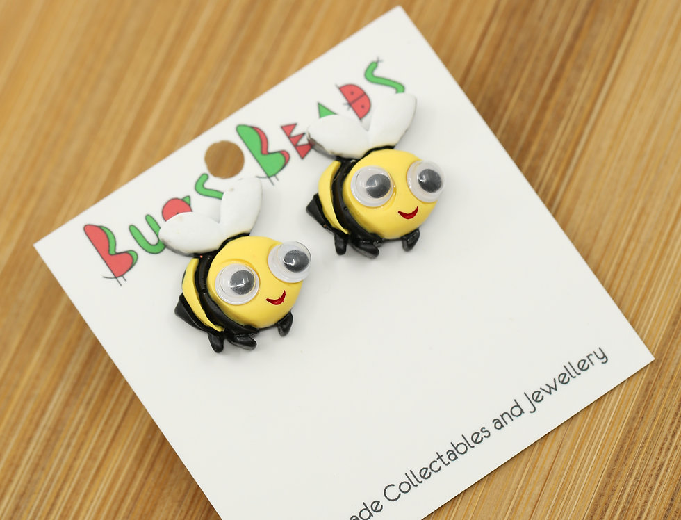 Googly bee stud earrings
