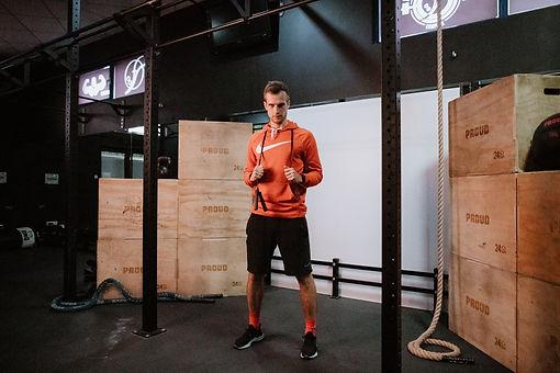 Indywidualne treningi pod okiem doświadczonego trenera pomogą Ci osiągnąć wymarzony cel treningowy.  Dzięki treningom personalnym możesz schudnąć, zbudować masę mięśniową, ujędrnić ciało albo wrócić do sprawności po przebytym urazie.  Nauczysz się prawidłowej techniki ćwiczeń i zyskasz atrakcyjny, dostosowany do Twoich możliwości plan treningowy.