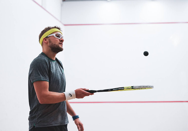 racquet-wojtek-nowisz.jpg