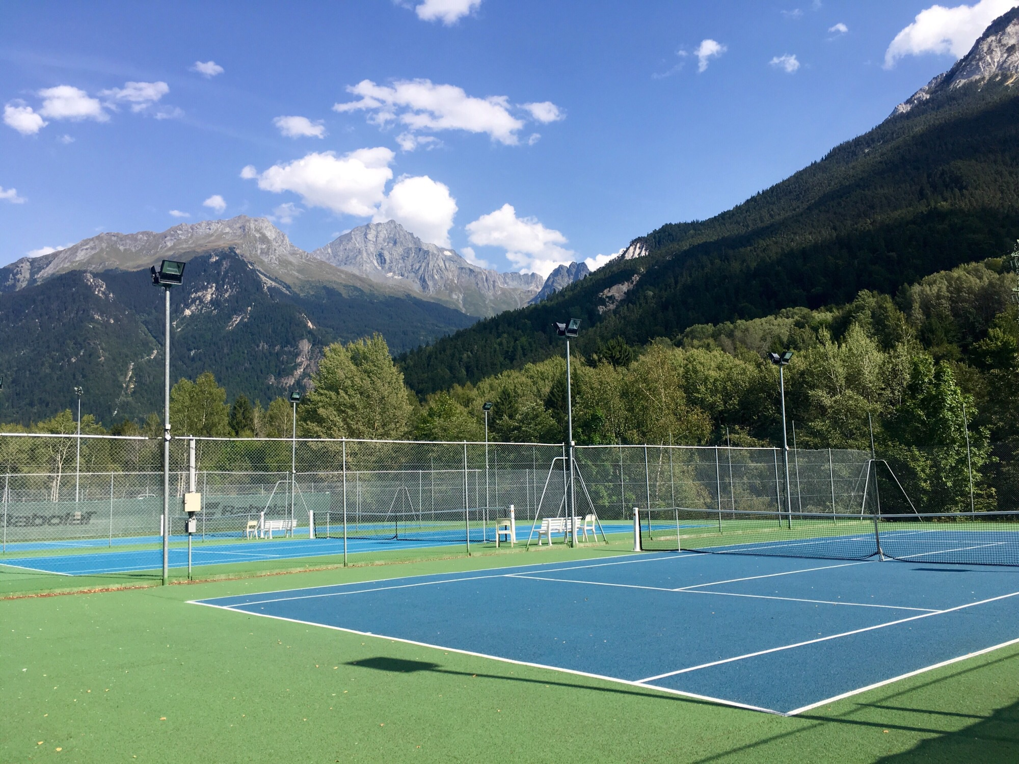 3 tennis courts at Bozel