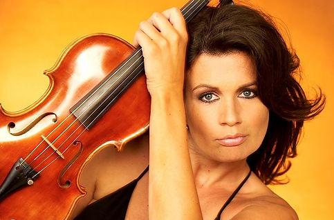 violinistin-led-e-geigerin-klassik-moder