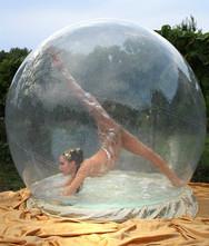 Akrobatik- & Tanz in der Wasserkugel Showact für Hochzeit & Event ★★★ Künstler- & Entertainmentagentur Sugar Office | Wien | Österreich