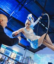 Flying Champagner Luftakrobatik Showact für Hochzeit & Event ★★★ Künstler- & Entertainmentagentur Sugar Office | Wien | Österreich