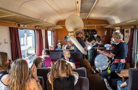mobile-brass-band-bläser-marching-zug-w