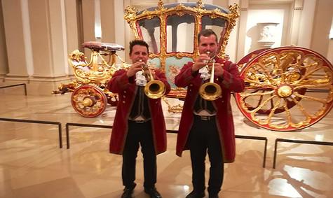 fanfare-blaeser-trompeten-baroque-kostue