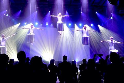 Flying drum Trommel Show, LED Showact, Luftact, Wasser, water drums, Musik, international, Entertainment, Österreich, Austria, Wien, Vienna, Event - & Künstleragentur Sugar Office, www.sugar-office.com
