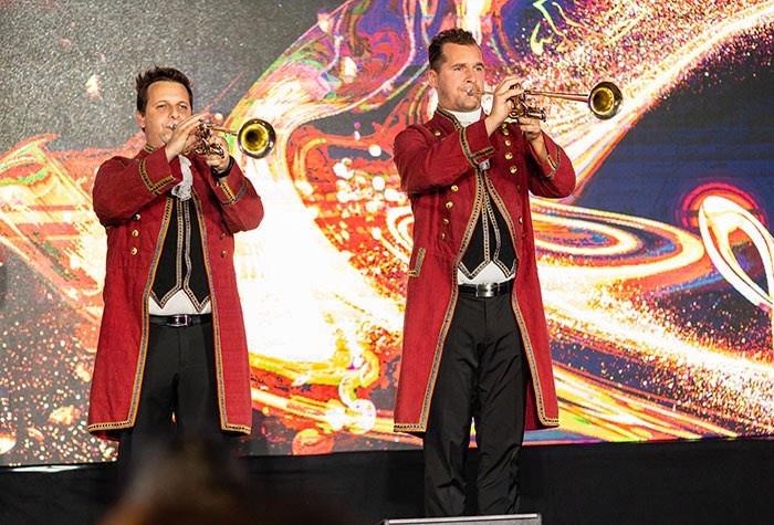 fanfare-blaeser-trompeten-barock-kostuem