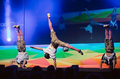 moderner urbaner Tanz & Akrobatik Act, Breakdance, Comedy, Adagio Akrobatik, Show, Wien, Österreich, Sprungakrobatik