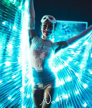 LED Flügel Tanz-Showact für Hochzeit & Event ★★★ Künstler- & Entertainmentagentur Sugar Office | Wien | Österreich