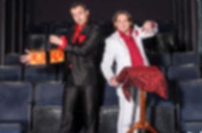 Event Magier, Zauberer, Tisch Zauberei / close up magic, Solo oder Duo Act, Show Act, Entertainment, Unterhaltung, Corporate Events, Galas, Österreich, Wien, Künstleragentur Sugar Office, www.sugar-office.com, Manu Gamper